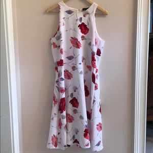 Floral dress with cute detail on the back